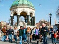 Turist sayısı yüzde 98,2 azalarak 68 bine geriledi