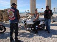 Akıncı motorcular turistlerin sorunlarına çözüm buluyor