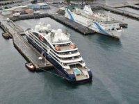 Lüks kruvaziyer Zeyport Limanı'na demir attı