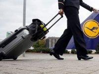 Lufthansa, 1300 uçuşunu iptal etti
