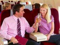 THY, uçaklarda alkollü içki servisinde kısıtlamaya gitti.