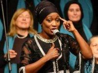 Dünyaca ünlü şarkıcı Della Miles, Mevlana'yı anmadailahi söyledi