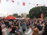 Antalya'da 2020 Yılbaşı Festivali halkın katılımıyla kutlanıyor