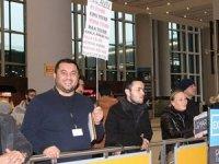 İstanbul Havalimanında pankartla yolcu karşılamada bitti