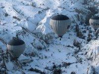 Kapadokya'da balon turlarına kar engeli