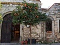 Kayyım atanan Urla Belediyesi Sanat Evi'ni kapattı, kiraya verdi.