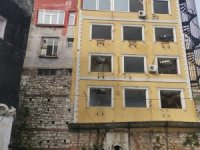 Tarih üzerindeki otel ve pansiyonun yıkımı devam ediyor