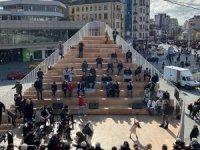 """Taksim Meydanı'na """"Kavuşma Durağı"""" yerleştirildi"""