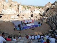Side Antik Tiyatrosu'na gelen turist sayısı 18 bin arttı