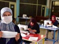 Antalya'da 22 kadın günde 3 bin adet maske üretiyor