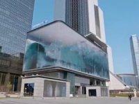 Reklam panosundadev okyanusdalgaları