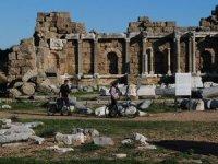 Devlet Agorası'nın ''beton'' sütunları aslına uygun yapılmalı