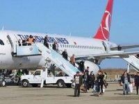 Yolcular uçağa anonsla sıra numarasına göre binecek
