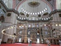 Cemaatle ibadet Fatih Camisi'nde başlayacak