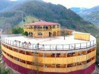 Çobanlık yaptığı tepeye hayalini kurduğu oteli yaptı