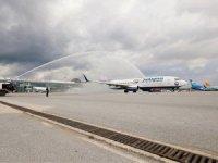SunExpress'in ilk uçuşu su takı ile karşılandı