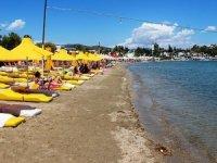 Boş kalan Bodrum plajlarında şezlonglar ücretsiz oldu