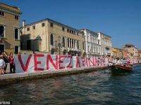 Turizm karşıtı protestocular Venedik'te eylem yaptı