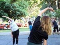 Antalyalılar sosyal mesafeye uyarak spor yapıyor
