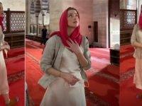 """Amber Heard, İstanbul'da cami ziyaretinde """"ahlaksızlık'la suçlandı"""