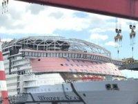 Royal Caribbean'ın en büyük yolcu gemisi suya dokundu
