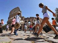 Turistler İtalya'dan ayrılıyor, ekonomik felaket beliriyor