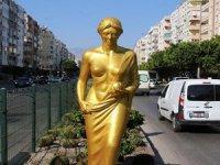Altınportakal'ın simgesi Venüs heykelleri yerleştirildi