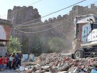 Diyarbakır surları kaçak yapılardan kurtarılıyor