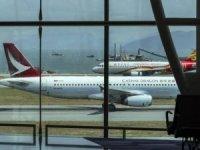 Hindistan'da 11 yolcu pozitif çıktı, uçuşlar durdu