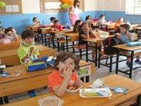 Minikler, yeni eğitim ve öğretim yılını meyve yiyerek açtı