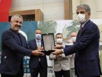 Başkan Sözen'e ''Metin Sözen Büyük Ödülü' verildi