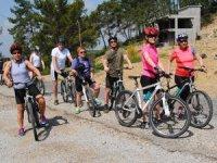 Yerleşik yabancılar sağlıklı yaşam için pedal çeviriyor