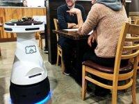 Japonya'da pandemide robot garson dönemi başladı