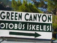 Turistik Green Canyon'u çöp konteynırı kirletiyor
