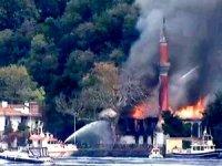 İstanbul'un tarihi Vaniköy Camii alev alev yandı
