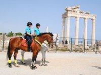 Turizmin atlı jandarmaları sürekli Side'de kalacak