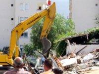 Kentsel dönüşüm için 6 katlı otel yıkıldı