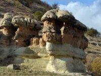 Doğa harikası külahlı taşlar turizme kazandırılmalıdır