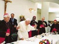 Papa'nın Vatikan Oteli'nde kardinaller koronaya yakalandı