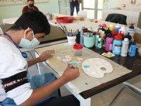 Engelli öğrenciler sabun ve çamuru sanata dönüştürüyor