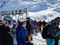 200 kadar İngiliz turist karantina otelinden kaçtı