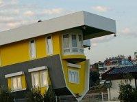 Antalya'daki ''Ters Villalar'' ziyaretçi akınına uğruyor