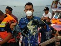 Endonezya'da düşen uçağın enkazı 4 noktaya dağıldı