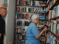 Yerleşik yabancılar okudukları kitaplar ile kütüphane kurdu