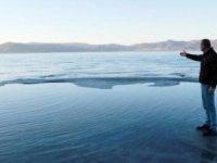 Salda Gölü'nde sular çekilmeye başladı