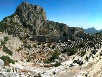 Antalya'da buluna yön taşı yeni kentin habercisi