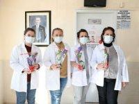 4 Mart Tıp Bayramı'nda doktorlara sümbül ve ateş çiçekleri