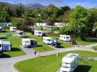 Kuşadası'nda kurulan kamp alanı sezona hazırlanıyor