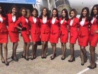 Hava yolu hosteslerinin kıyafetleriyle dertte