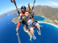 Fethiye'de engelli çocukların yamaç paraşütü hayali gerçekleşti